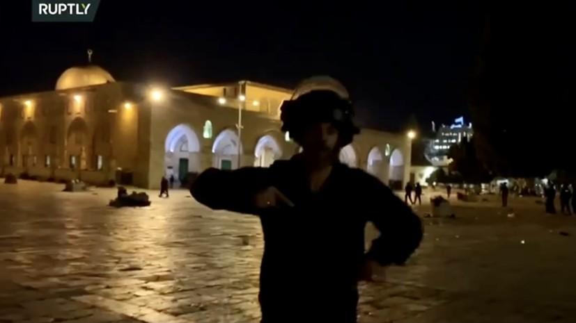 На оператора Ruptly, снимавшего беспорядки у мечети в Иерусалиме, напал израильский силовик