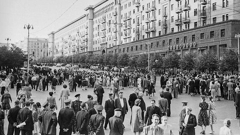 На бульварах в центре Москвы открылись выставки об истории Дня Победы