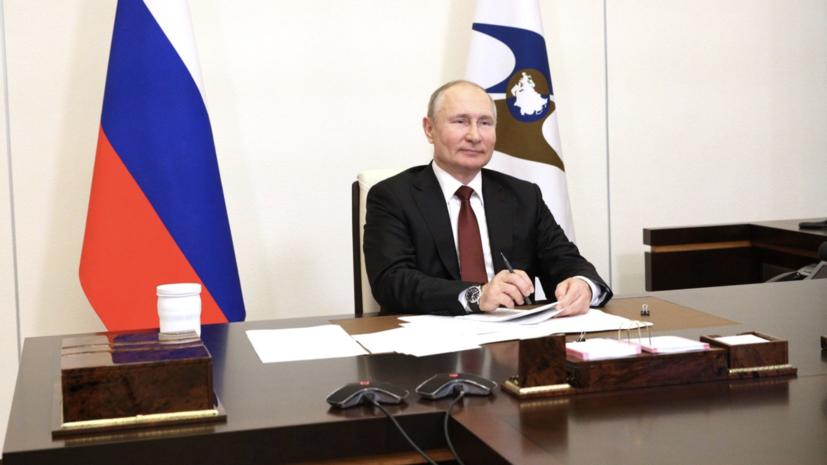 «Единственная страна, которая передаёт технологии по вакцинам»: Путин рассказал о действиях России по борьбе с COVID-19