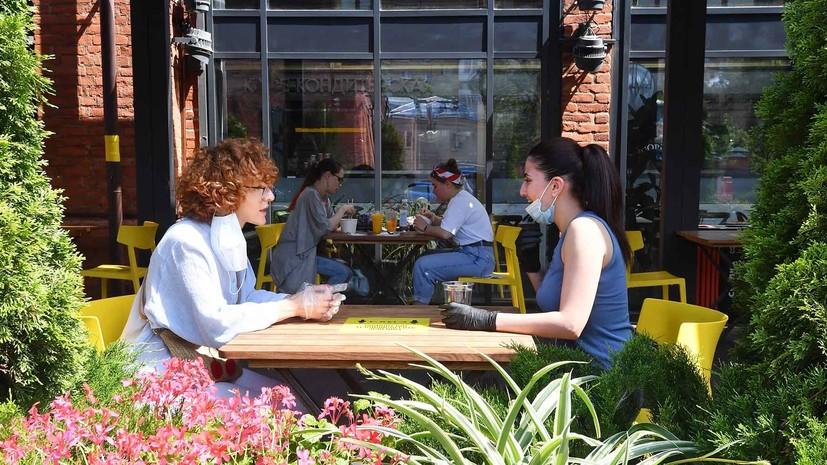 Для людей с прививками: Собянин предложил создать в ресторанах «свободные от коронавируса» зоны