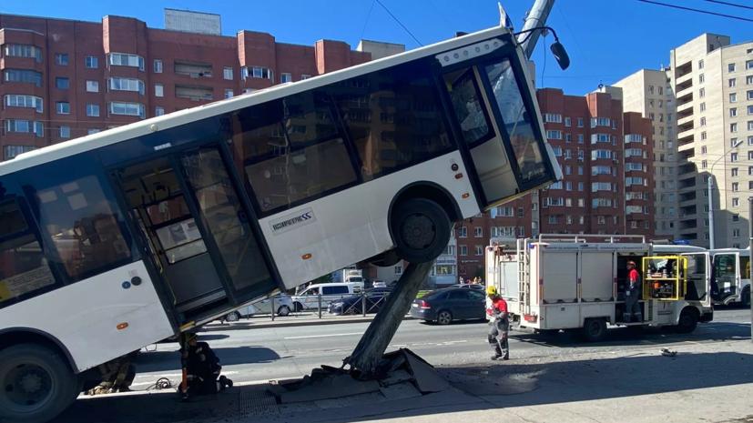 Число пострадавших в ДТП с автобусом в Петербурге возросло до шести