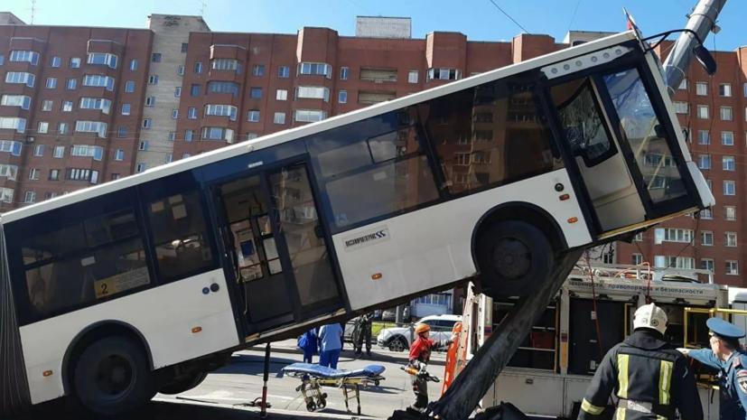 В Петербурге внепланово проверят транспорт после ДТП с автобусом