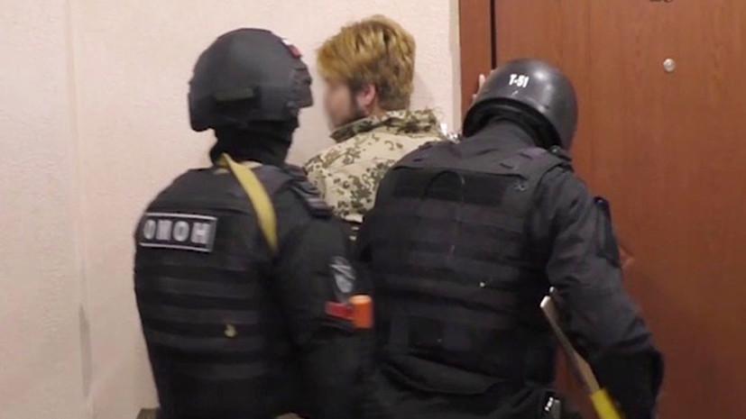 Экстремистские материалы, холодное оружие и средства связи: ФСБ задержала 14 членов радикальной группы в Саратове