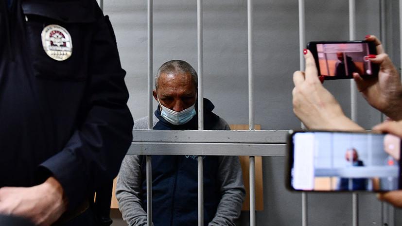 «В девочку попал случайно, хочу принести извинения»: суд арестовал открывшего стрельбу в Екатеринбурге мужчину0