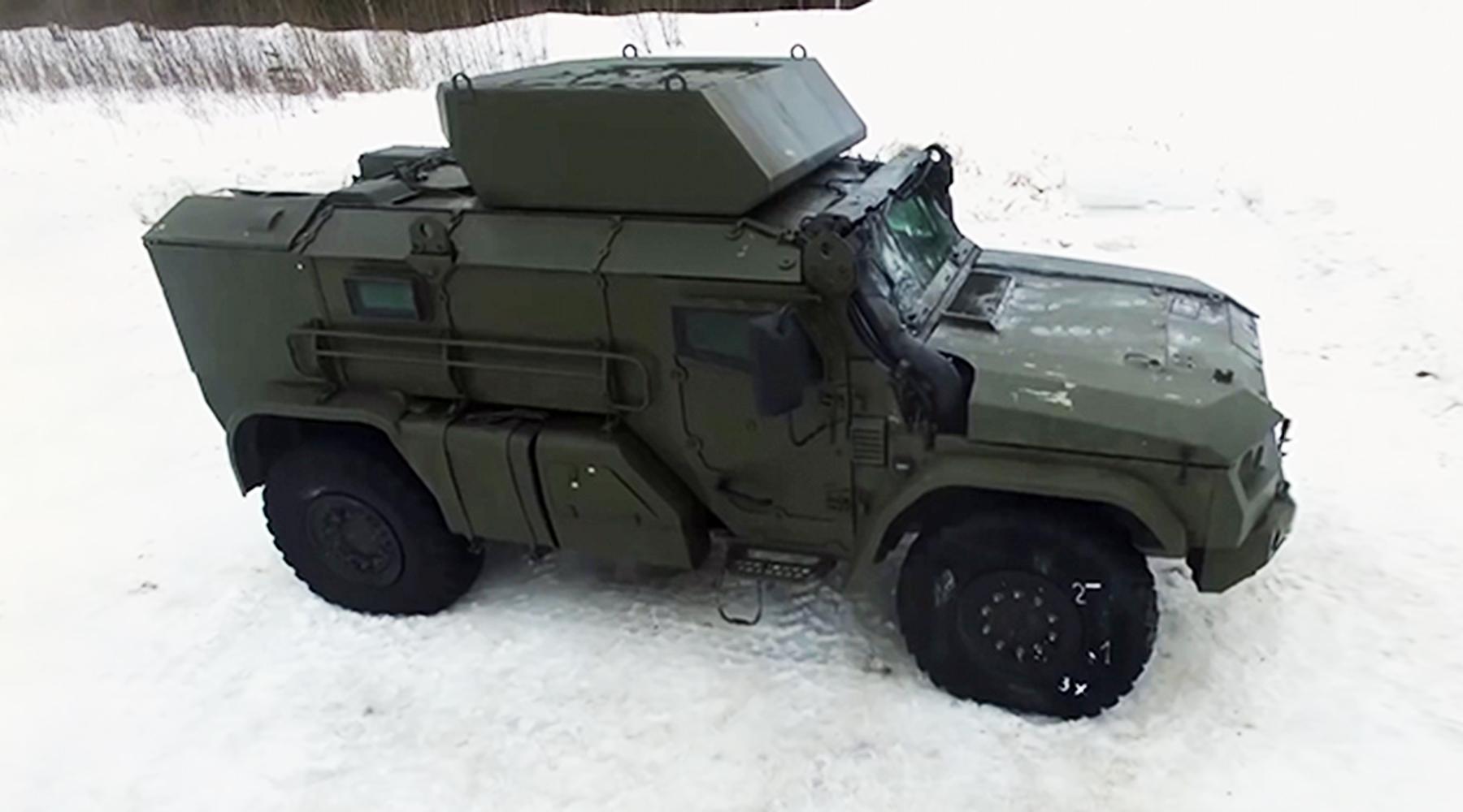 «Мобильность и ударные возможности»: чем уникален новый российский авиадесантируемый бронеавтомобиль «Тайфун-ВДВ»2