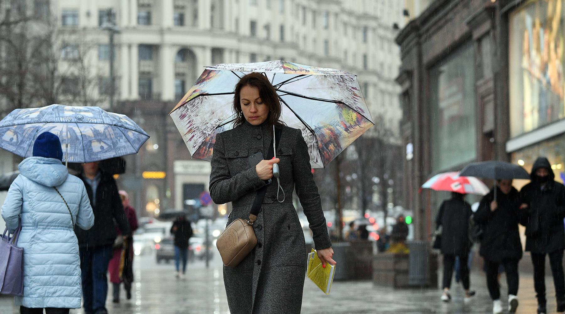 «Выпадет 44% месячной нормы осадков»: синоптики предупредили о сильных ливнях в Москве1