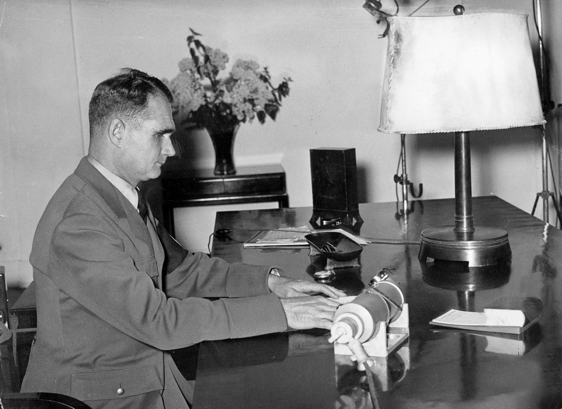 «Лондон до сих пор не раскрыл всех материалов»: как Рудольф Гесс улетел в Британию из Третьего рейха в 1941 году2