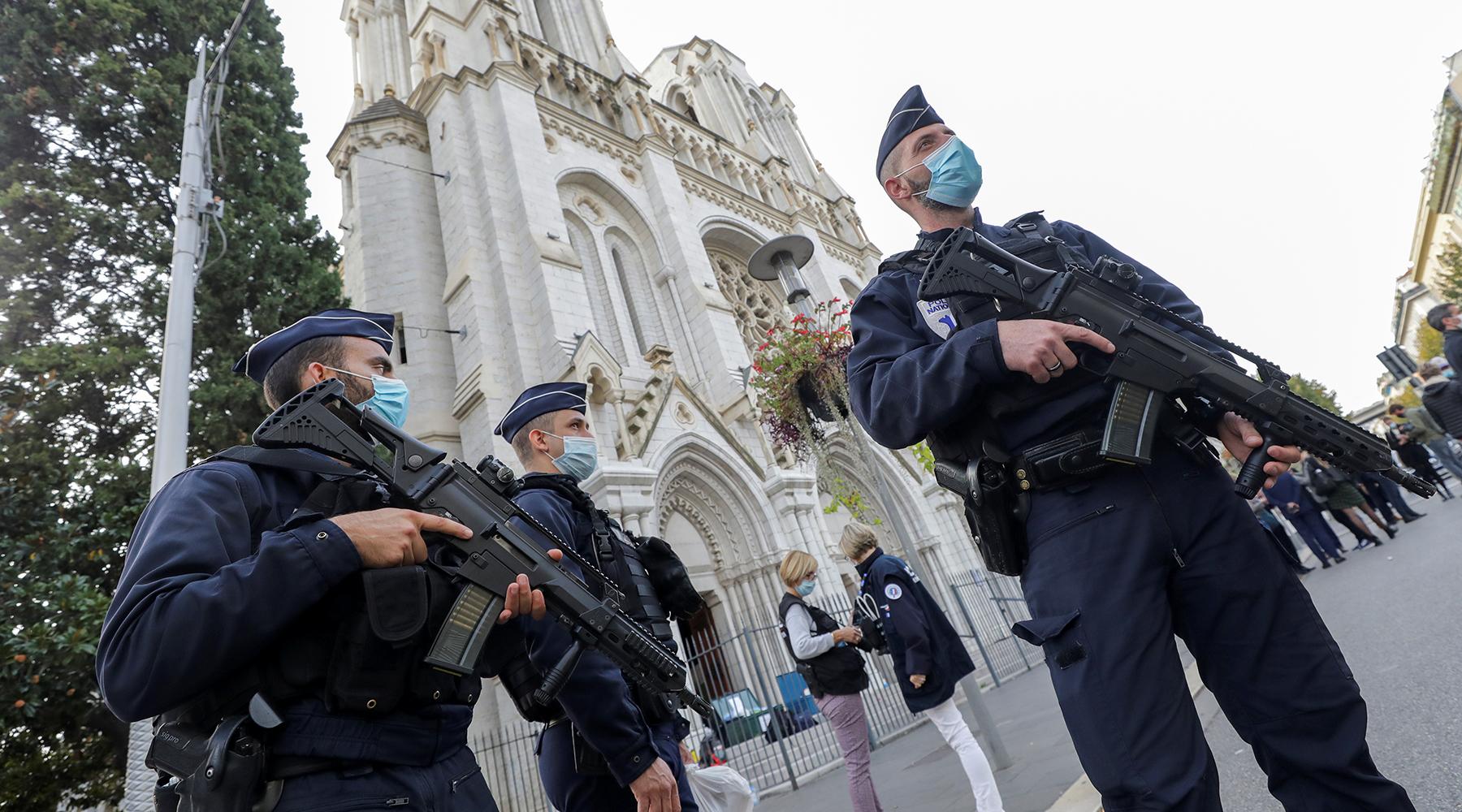 «Господа, действуйте»: почему французские военные призвали власти бороться с хаосом и насилием в стране2