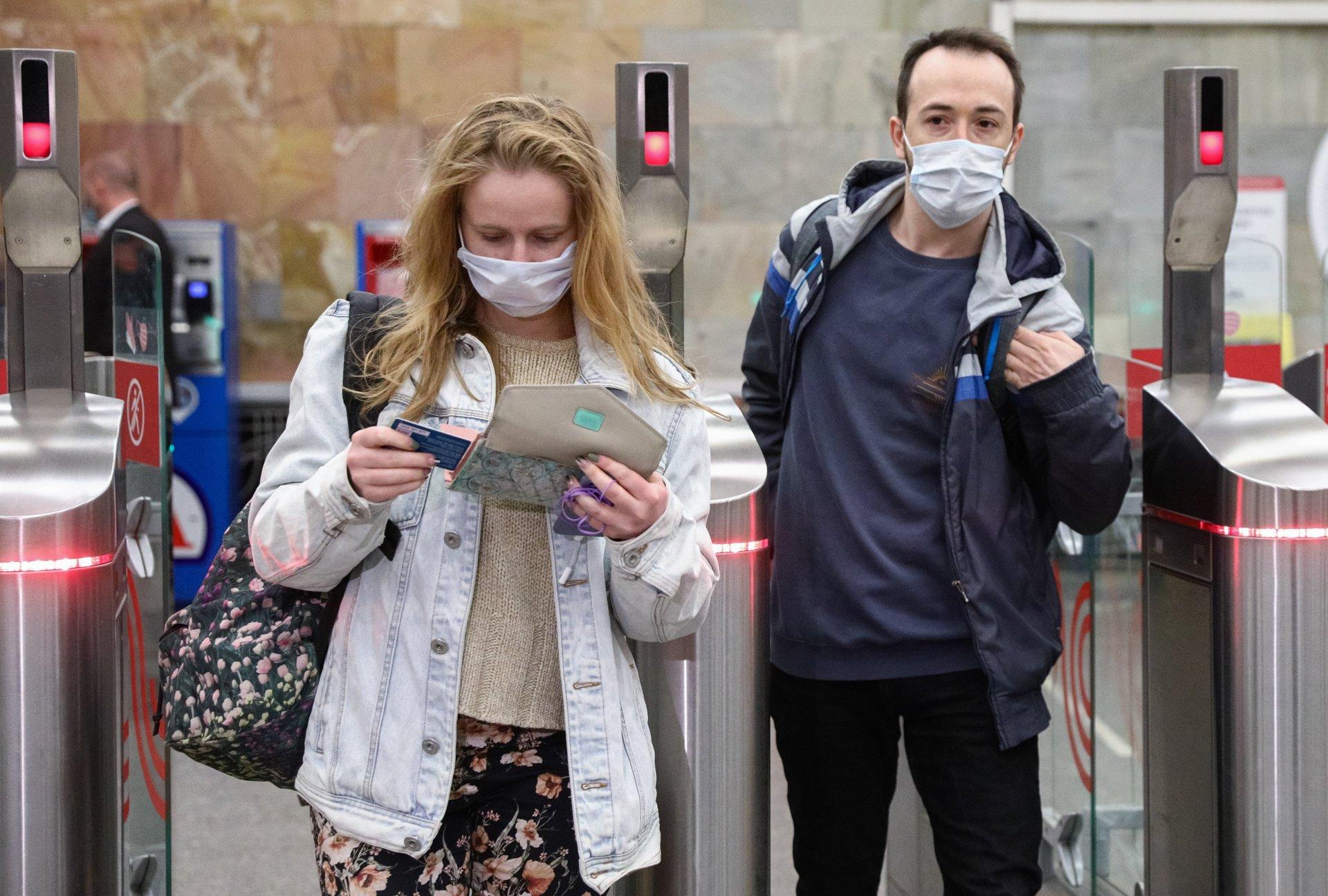 «За счёт прочности системы здравоохранения»: Мурашко объяснил отсутствие в России повторных локдаунов из-за COVID-191