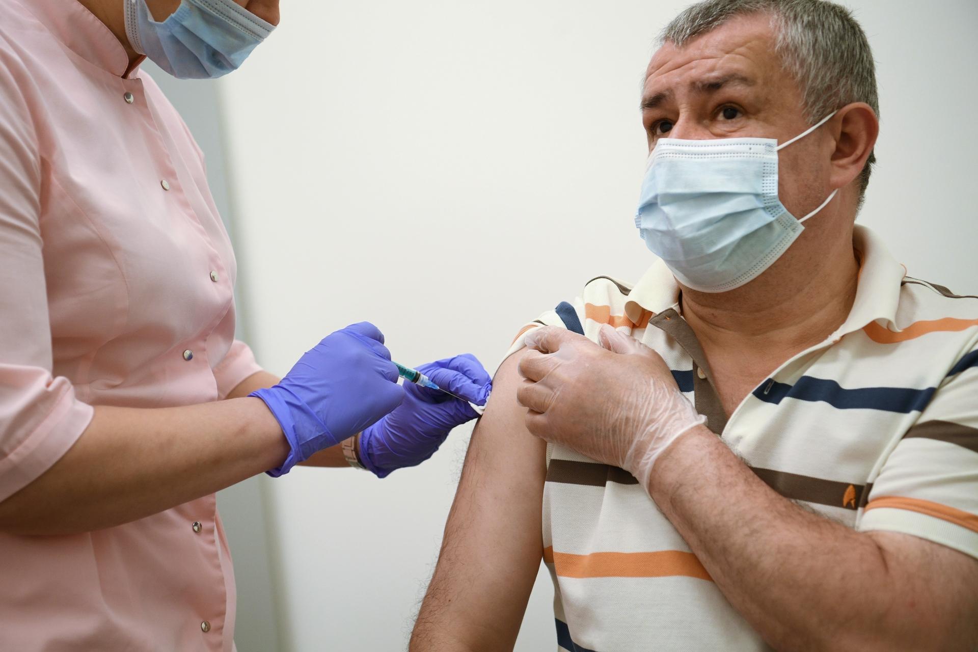 Для людей с прививками: Собянин предложил создать в ресторанах «свободные от коронавируса» зоны1