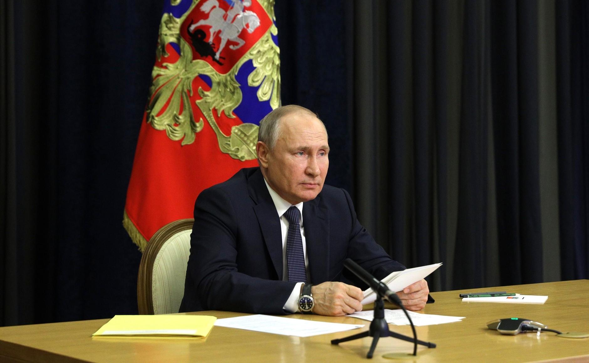 «Граждане должны сами осознать эту необходимость»: Путин выступил против обязательной вакцинации от COVID-191