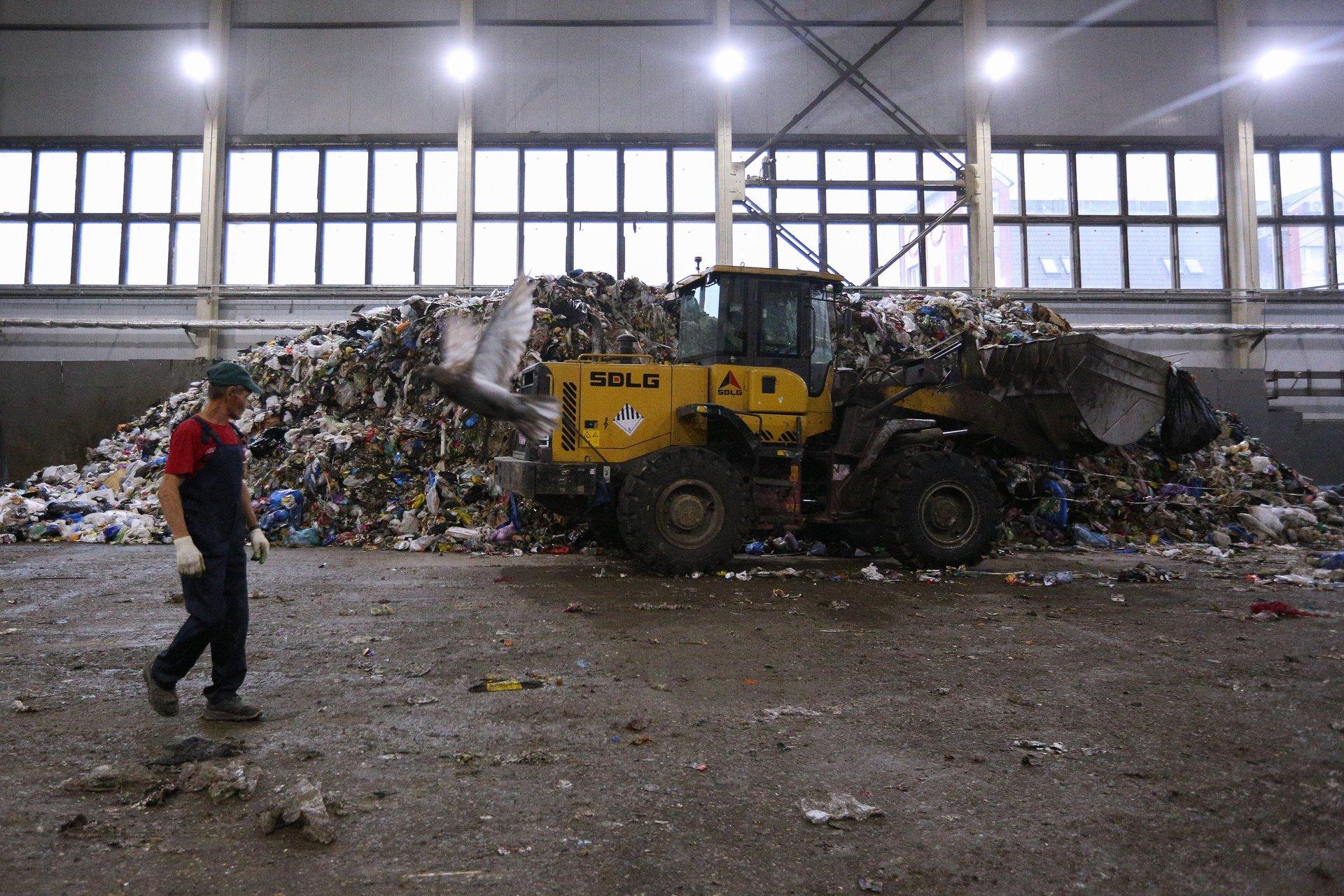 «Готовим поправки в законодательство»: в России планируют запретить использование пластиковой посуды1