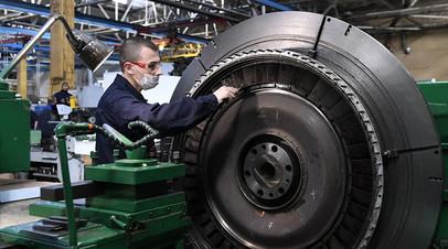 В сборочном цехе машиностроительного завода «Тюменские моторостроители»