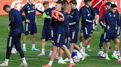 Игроки сборной России по футболу во время тренировки в рамках подготовки национальной сборной России к чемпионату Европы