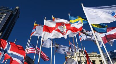 Акт государственного вандализма: на ЧМ-2021 в Латвии заменили флаг Белоруссии на оппозиционный