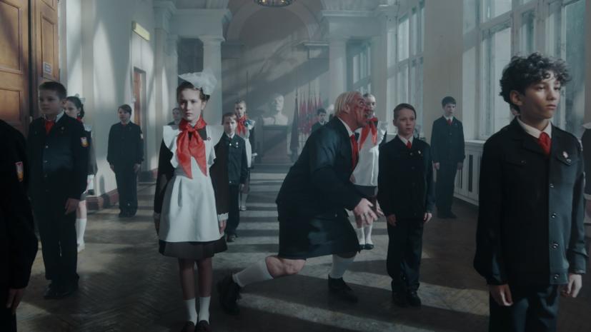 Травля в советской школе: Тилль Линдеманн выпустил новый скандальный клип