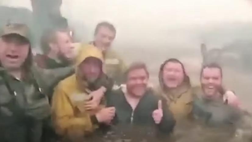 «Посмеялись, поматерились — сразу легче стало»: пожарный рассказал о ЧП во время тушения огня в Тюменской области0