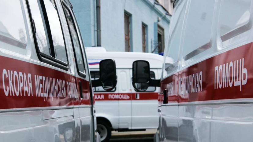 Автобус въехал в столб в Ярославле
