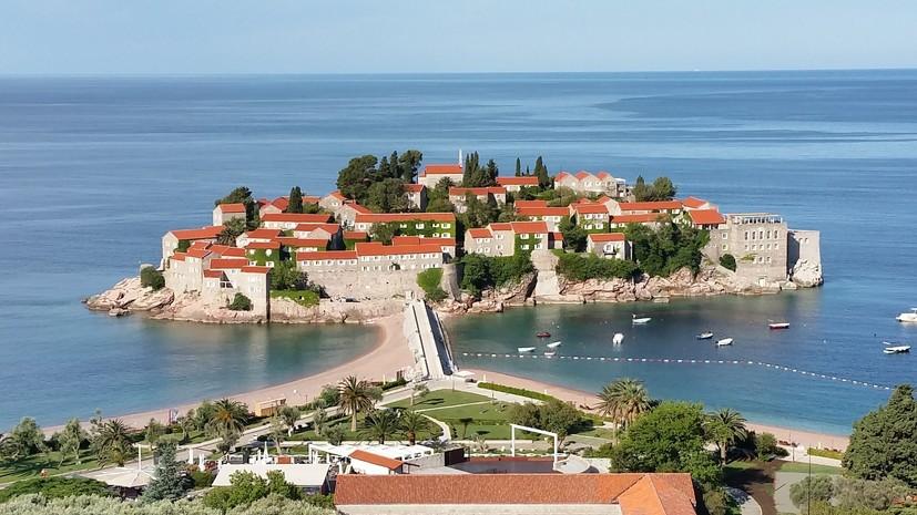 В Черногории готовы принимать российских туристов без ПЦР-тестирования