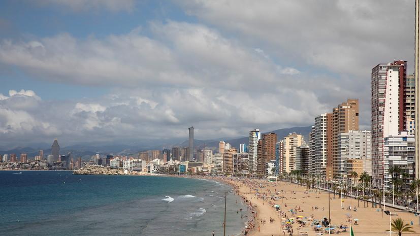 Испания принимает туристов, привитых одобренными ВОЗ и ЕМА вакцинами