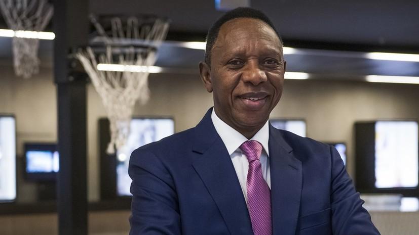 Президент FIBA временно покинул свой пост