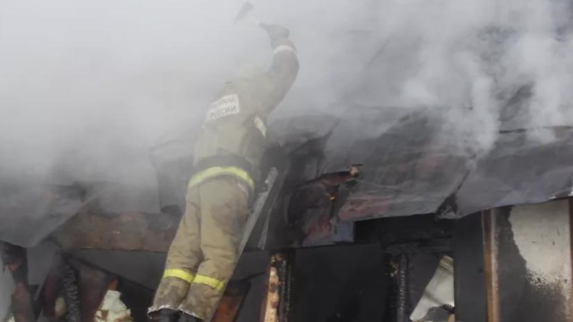 В Челябинске обрушилась крыша горящего склада