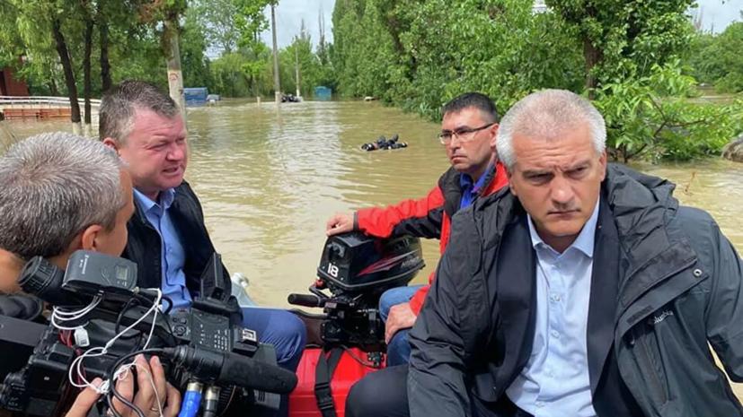 Аксёнов рассказал, кто плыл за его лодкой в подтопленной Керчи
