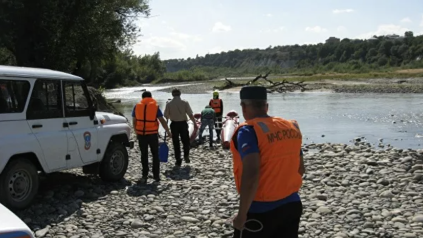 На реке в КЧР перевернулись два катамарана с 14 туристами