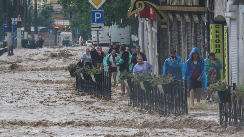 «Реки вышли из берегов»: в Ялте из-за потопа погиб один человек, ещё 11 пострадали