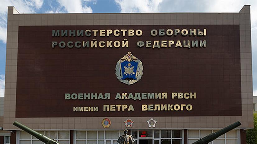 Первый замминистра обороны вручил медали выпускникам академии РВСН