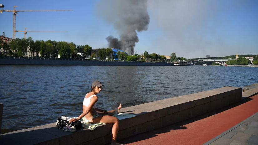 В Москве локализовали пожар на складе пиротехники