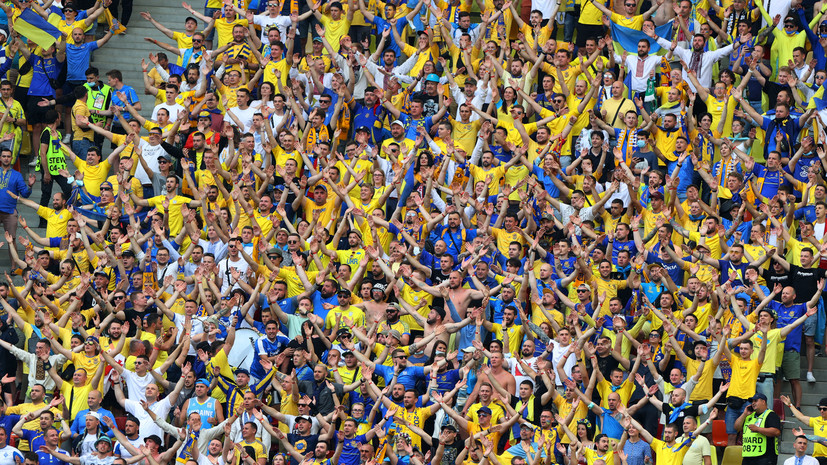 Украинских болельщиков не пускали на матч Евро из-за флага с изображением Крыма
