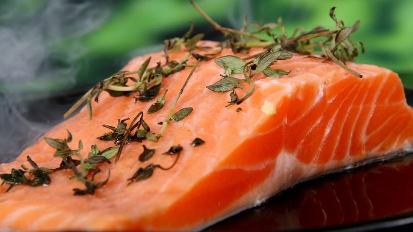 Врач рассказал о несочетающихся с рыбой продуктах