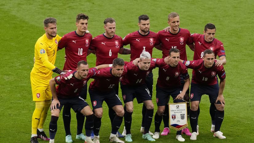 Вылет сборной Чехии на матч Евро-2020 задерживается из-за случайно надувшегося трапа