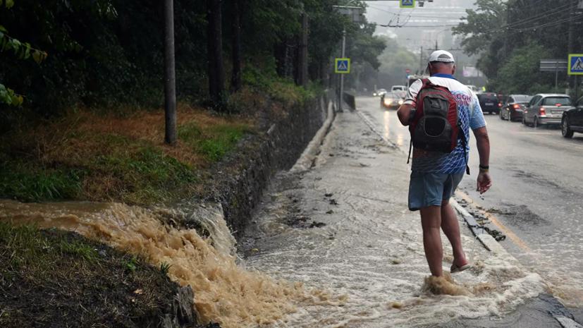 Сильный дождь накрыл Ялту спустя неделю после наводнения