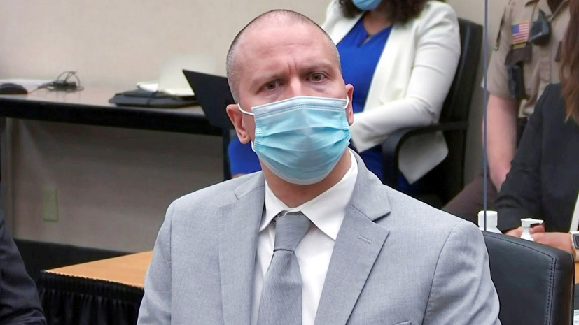 «Сыграть на противоречиях»: почему Байден назвал «оправданным» приговор экс-полицейскому за убийство Флойда