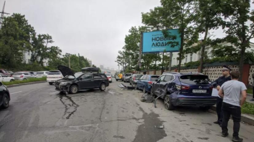 Во Владивостоке произошло ДТП сучастием восьмиавтомобилей