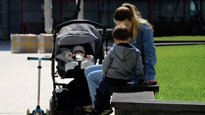 Кабмин выделит 46,6млрд рублей напособия беременным иродителям-одиночкам