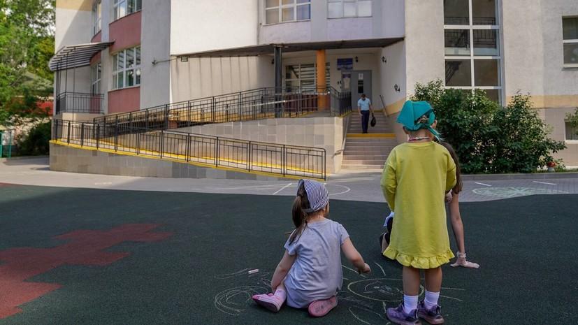 В школах Москвы начнут оформлять электронные медкарты