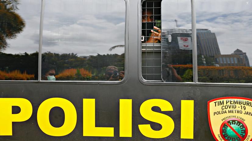 В Индонезии затонуло судно, на борту которого находились более 50 человек