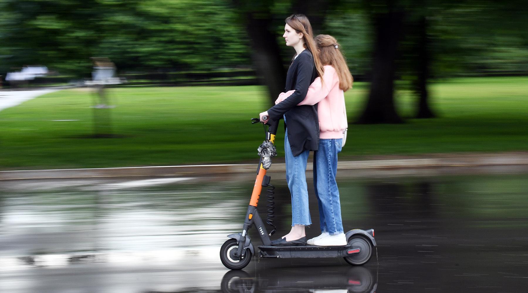 «Для совместного использования с пешеходами»: Минтранс предложил запретить тяжёлым электросамокатам выезжать на тротуар1