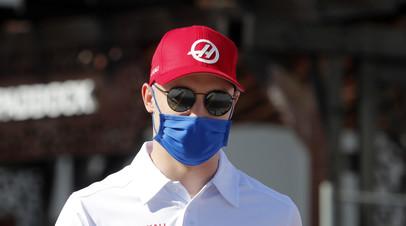 Глава Haas заявил, что инцидент между Шумахером и Мазепиным на финише гонки в Баку уже улажен