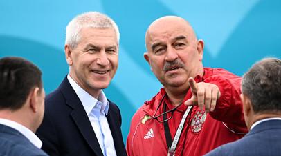Министр спорта Олег Матыцин и главный тренер сборной России Станислав Черчесов
