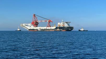 Трубоукладочное судно «Фортуна» в водах Балтийского моря