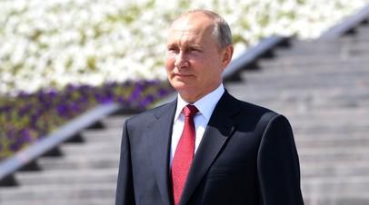 Путин вручает госпремии и золотые медали Герой Труда РФ