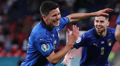 Футболисты сборной Италии Маттео Пессина и Жоржиньо