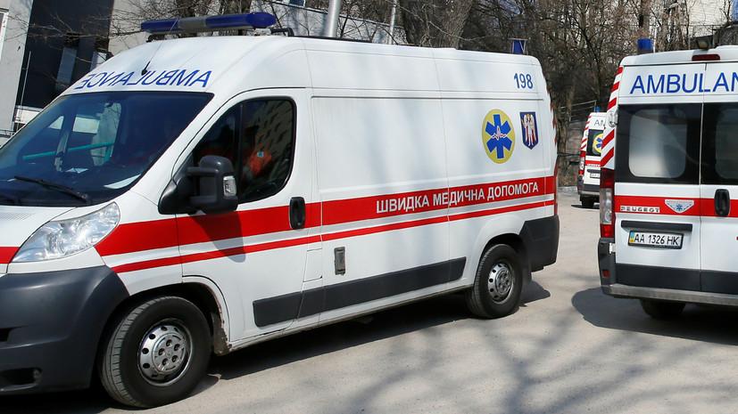 На Украине микроавтобус врезался в два автомобиля