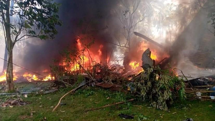 При крушении филиппинского военного самолёта погибли 17 человек