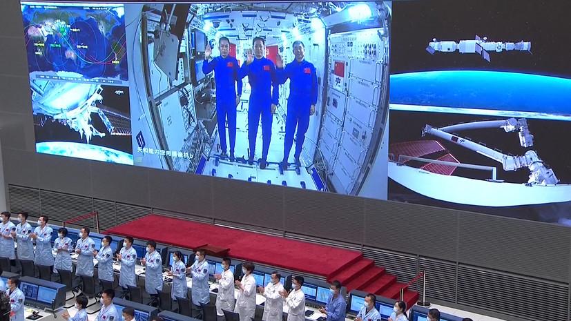 Китайские космонавты впервые с 2008 года вышли в открытый космос
