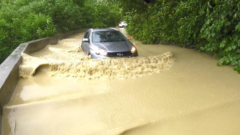 60e2d6bc02e8bd18ca530c7f Затопленные улицы и возможная эвакуация: Сочи оказался под водой из-за сильных осадков